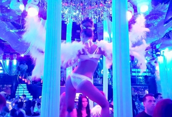 white-party-showroom-xs
